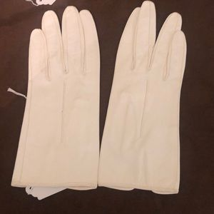 Vintage Michel Swiss creamy white leather gloves.